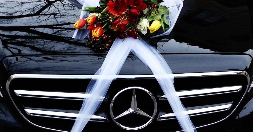 Iznajmite limuzinu sa vozačem za svadbu