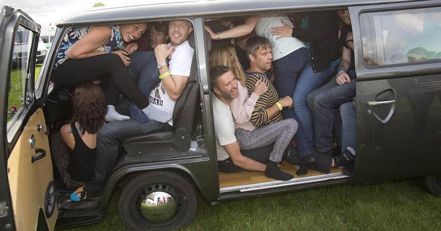 Da li je broj putnika u kombiju sa vozačem ograničen?